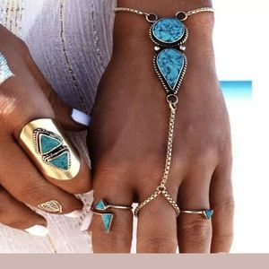 Jewelry - ⭐Turquoise oval & round hand Jewelry